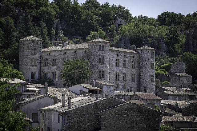 Découvrez les villages en pierre