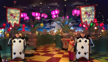 tdr restaurant review queen of hearts banquet hall