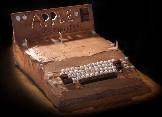 apple-1 cake geekculture.com