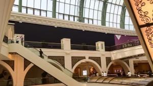 تجهيزات متجر Apple في مول الإمارات