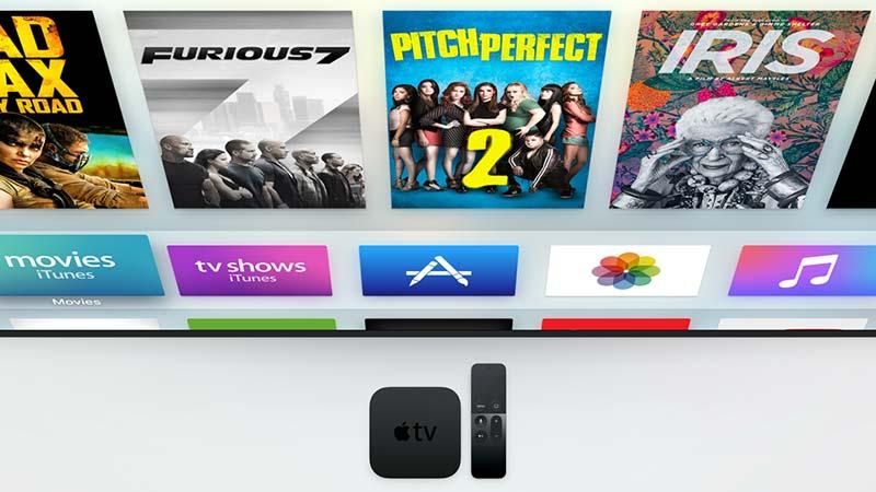 منصّة Apple TV بجانب ريموت التحكم باللمس الجديد