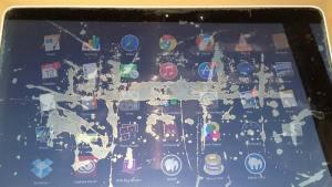 مشكلة شاشة ريتنا في MacBook Pro تظهر عليها بقع وتشقر