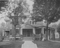 Applegate home in Corydon
