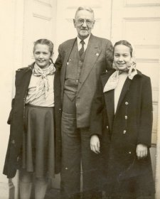 Grace, Papa, Sue, Corydon 1948