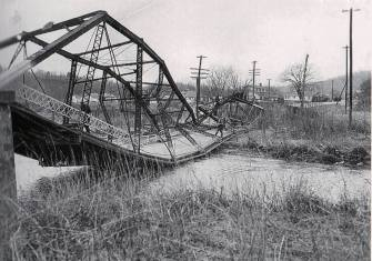 West bridge hit by truck, 1949
