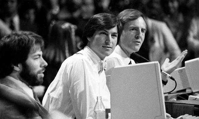 L-R: Стив Возняк, Стив Джобс, а затем генеральный директор Apple Джон Скалли на мероприятии Apple II Forever