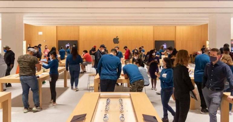 Первый магазин Apple в Бронксе открывается с обновленным дизайном, специальным разделом приема и новыми столами Today at Apple.