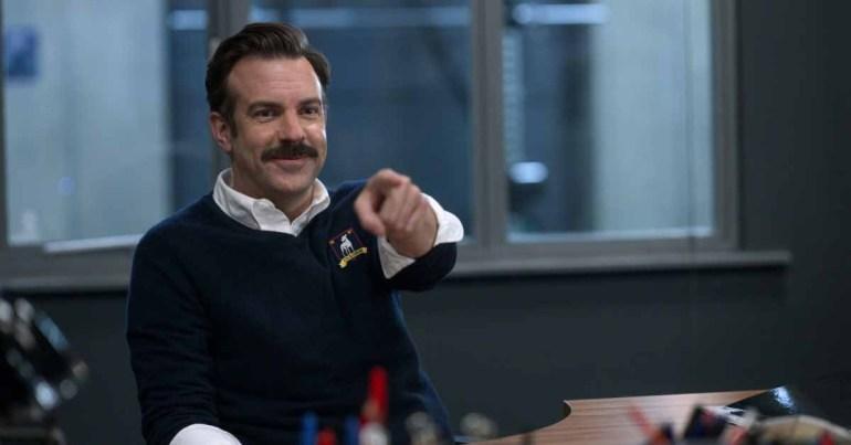 Apple TV + популярный сериал 'Тед Лассо' подписывает лицензионное соглашение с английской премьер-лигой