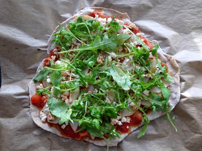 pizza mit birne und walnuss