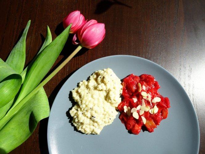 rhabarber-kompott zu mandel-milchreis