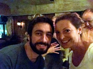 Ich (mit Sommerhaaren) und Vincent in schummriger Beleuchtung :)