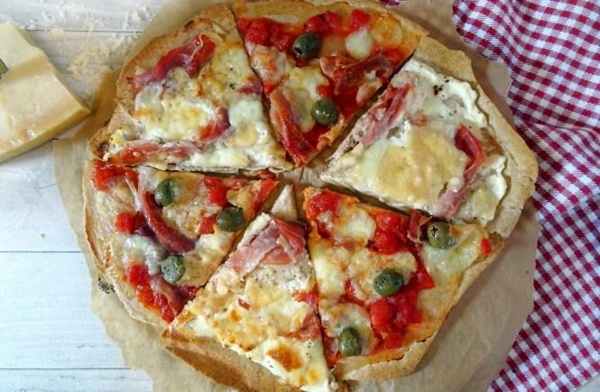 Pizza Schinken und Grana Padano