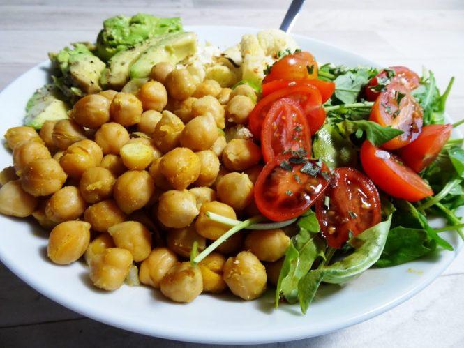 blumenkohl bowl vegan kichererbsen rucola tomate