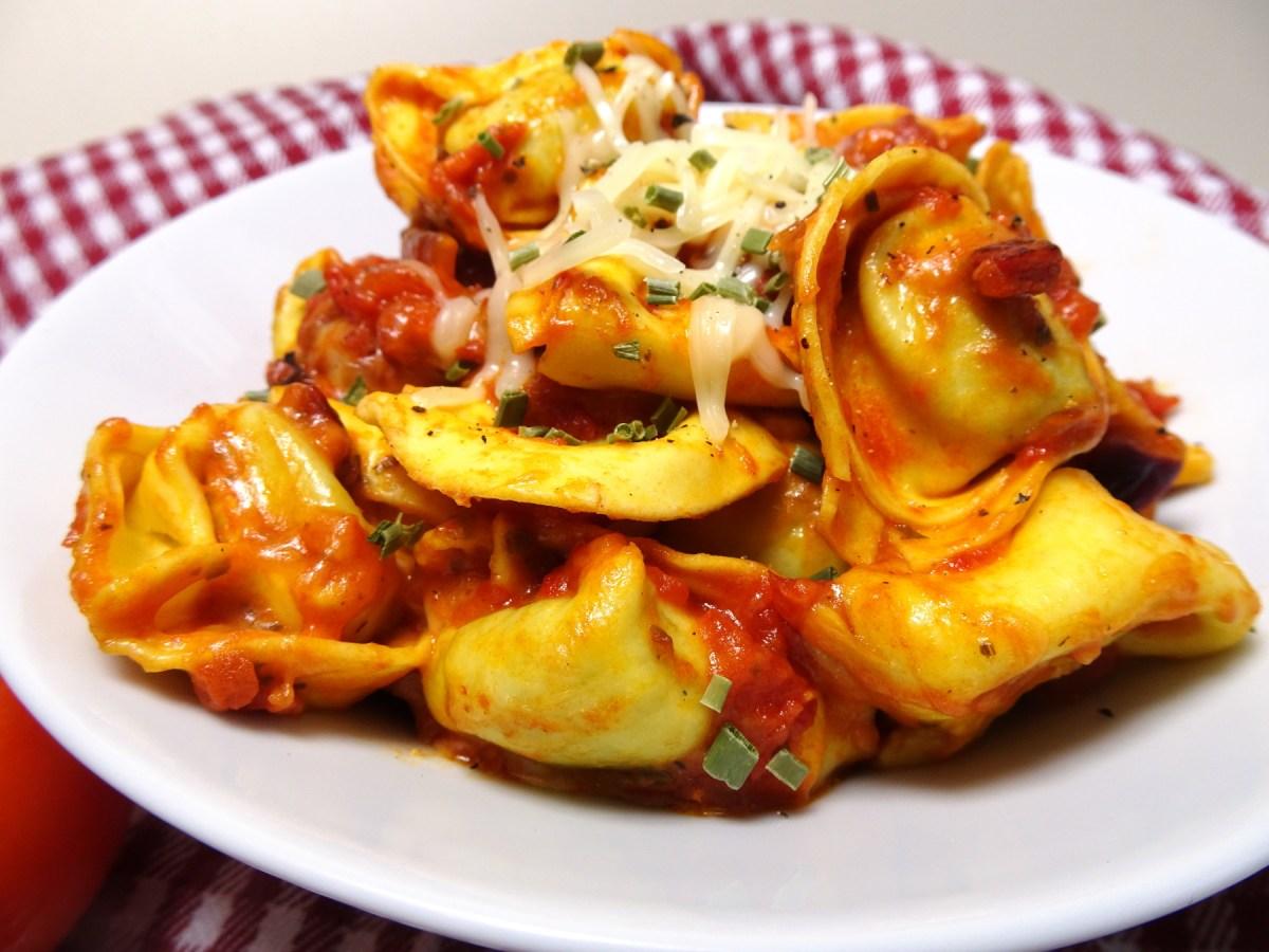 Tortellini mit Tomatensoße