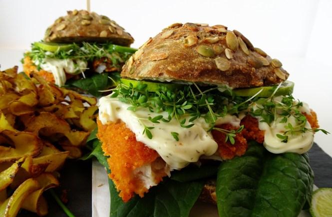 fischburger mit spiralkartoffeln und limette
