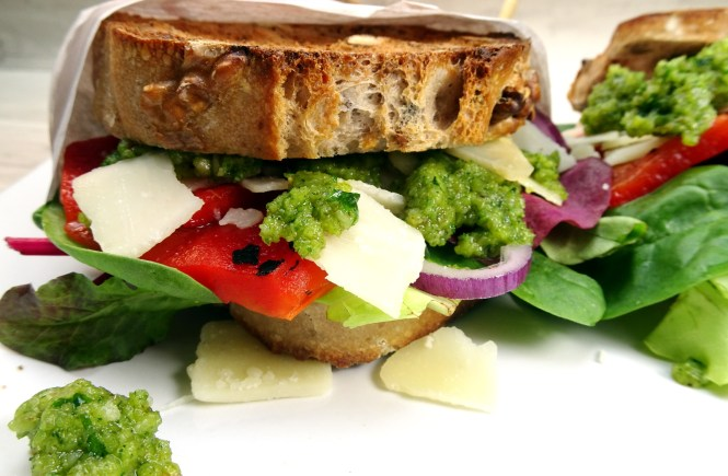 sandwich walnuss pesto