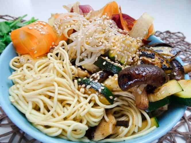 asiatische nudel bowl