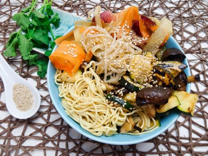 warme nudel bowl asiatisch