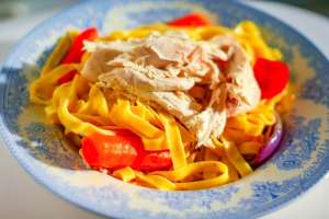 RED Pepper and Roast Chicken Pasta easy chicken recipes