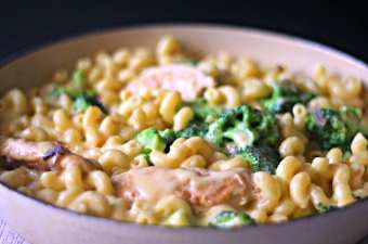 Cheesy Chicken Pasta with Broccoli recipe for family meals