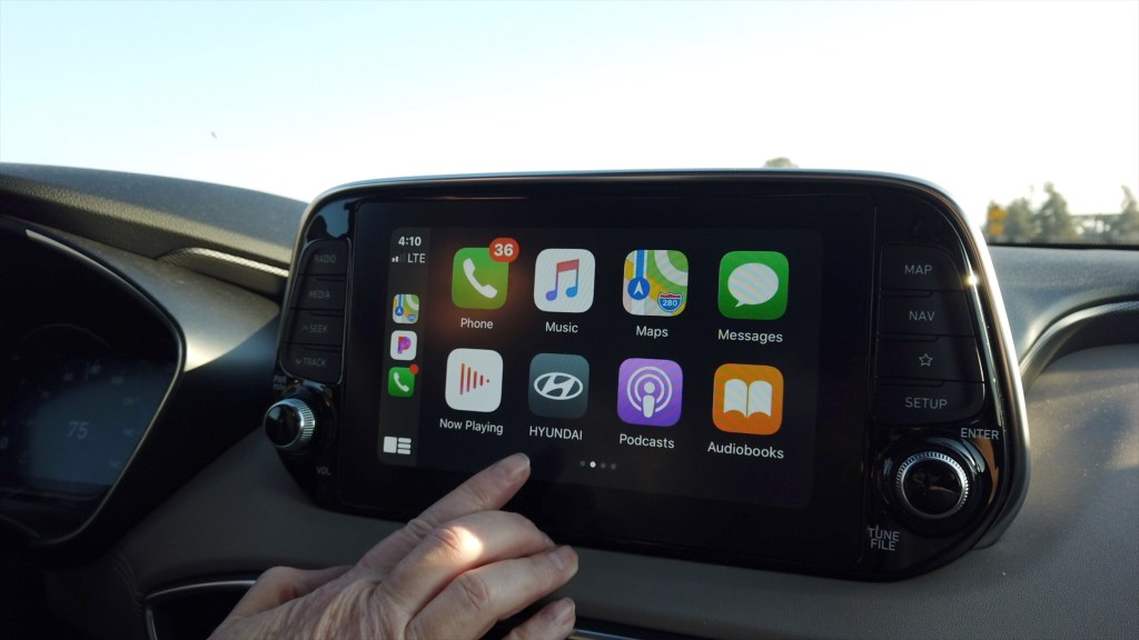 Hyundai Santa Fe Apple CarPlay