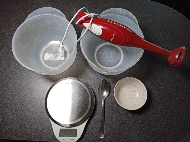 Matériel pour faire son savon d'alep maison : balance, mixeur plongeant récipients