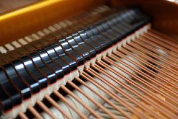 Étouffoirs d'un piano à queue