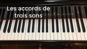 accords de trois sons au piano