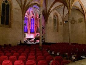 Magnifique salle de concert avec piano à queue