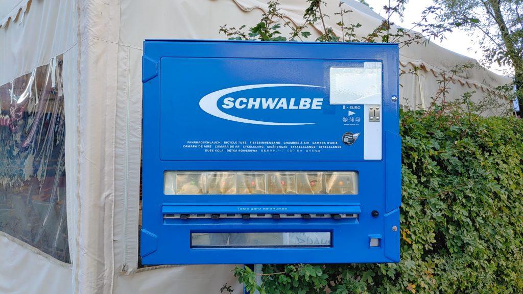 Distributeur automatique de chambres à air