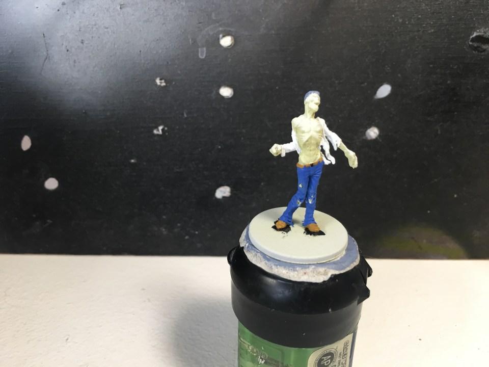 Peindre chemise blanche zombie walker zombicide