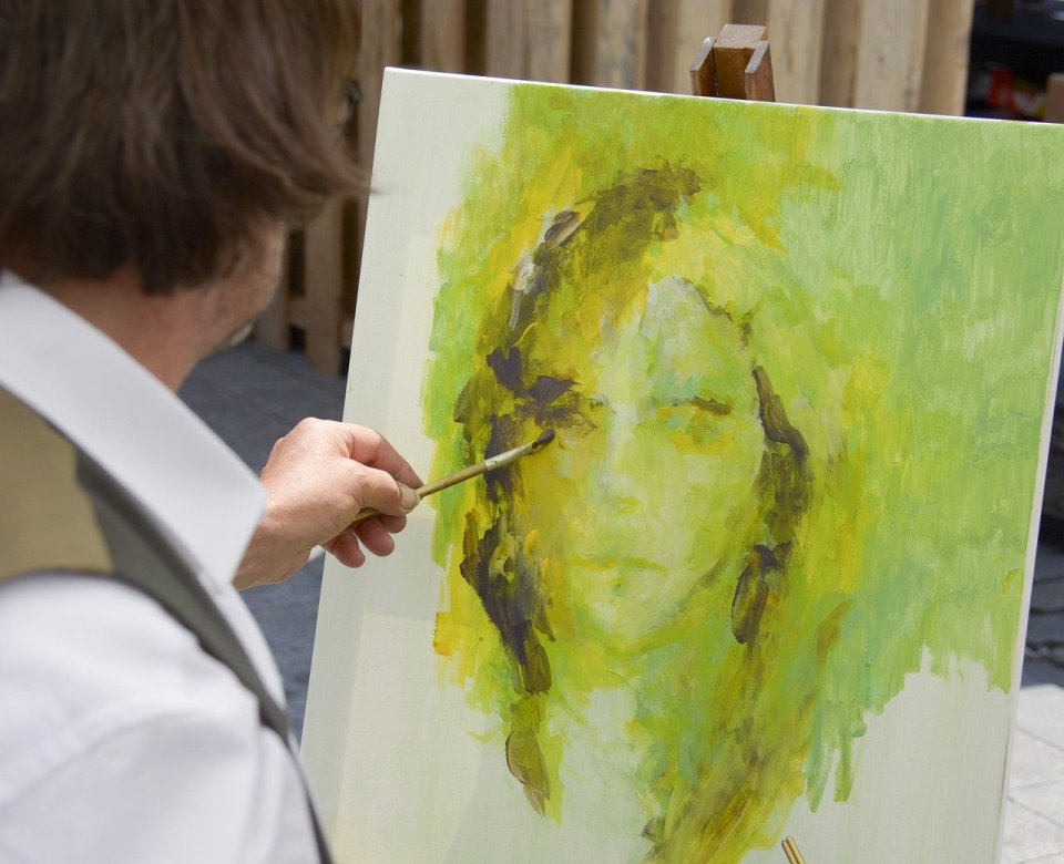 Peindre un fond coloré pour un portrait avec le positionnement des valeurs vous aurez plus de plaisir à peindre ensuite