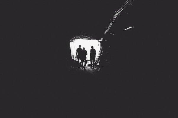 le noir total d'un tunnel