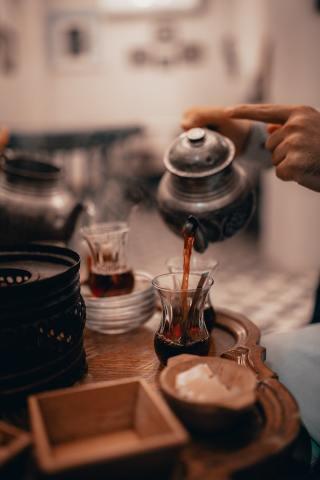 servir le thé