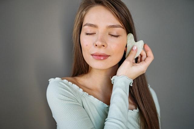 massage gua sha visage