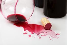 incidents à table, vin renversé, sel, solution bonnes manières et savoirèvivre, résoudre incidents à table, bonne société, apprendre étiquette bienséance