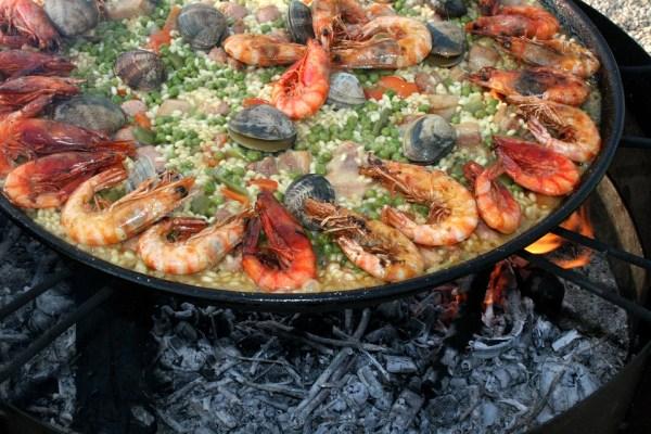 manger avec les doigts autoriser ou pas, crevette manger couteau fourchette doigts, fruits de mer à manger paella doigts couverts