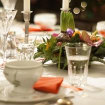 soupe servie dans une tasse ou un bol soupe potage bouillon service à table étiquette arts de la table protocole apprendre bonnes manières restaurat service maîtresse de maison