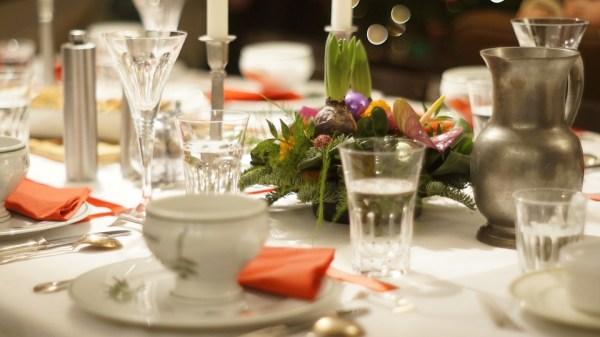 soupe potage bouillon service à table étiquette arts de la table protocole apprendre bonnes manières restaurat service maîtresse de maison