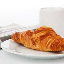 petit-déjeuner d'affaire petit-déjeuner affaires savoir-vivre buisnesse travail open-sapce croissant journal étiquette protocole études patron clients commercial