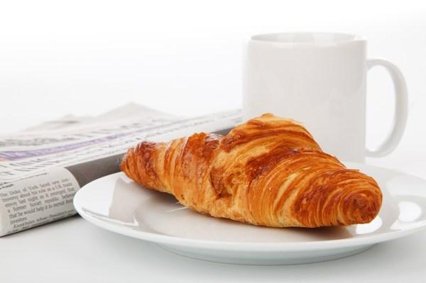 petit-déjeuner affaires savoir-vivre buisnesse travail open-sapce croissant journal étiquette protocole études patron clients commercial