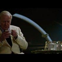 comment tenir une tasse étiquette bonnes manières apprendre leçon cours paris goûter invité réception