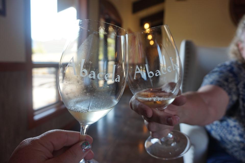 Comment tenir un verre de vin ? et visite du château de Malromé
