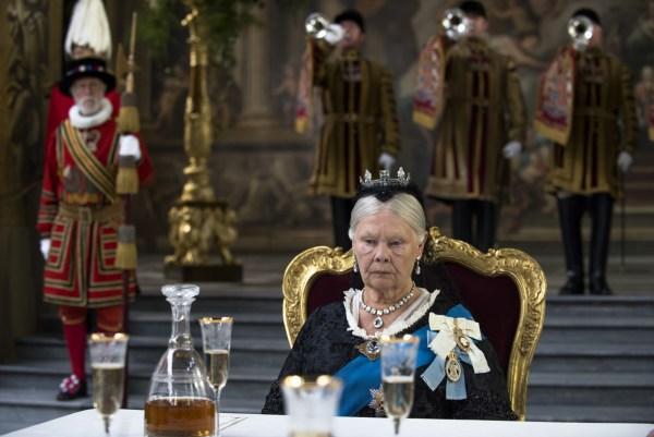 Victoria and Abdul reine victoria 1 reine victoria 4 protocole confident royal film movie étiquette bonnes manières erreur politesse aristocratie