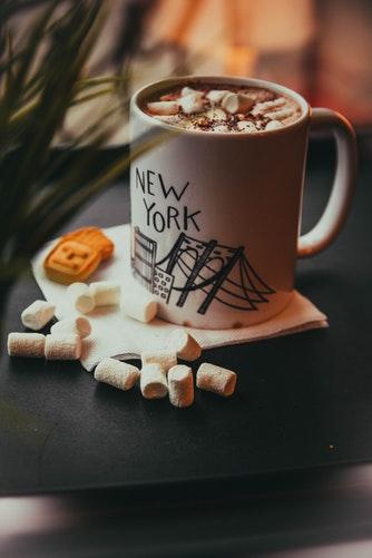 Peut-on servir un café dans un mug ?