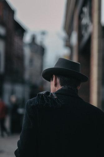 comment porter un chapeau gentleman borsalino panama beret casquette melon haut de forme style élégance étiquette expert