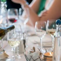 verres 24 protocole étiquette coach savoir-vivre bonnes manières ats de la table à la françasie comment choisir le bon verre