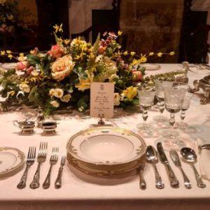 downton abbey dîner de cérémonie comment mettre la table dîners aristocratiques diamant belle table 19e siècle savoir-vivre protocole étiquette dining room comment servir à table service des plats ladies gentlemans expert