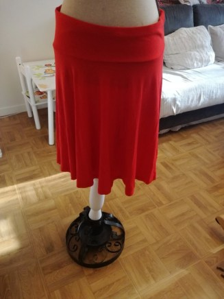 jupe 4 jupe 3 jupe 2 jupe 1 jupe midi comment s'habiller comme une lady femme élégance décence pas cher minimalisme kate middleton robe rouge prix bas etiquette blanche