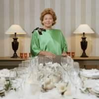 Cours de savoir-vivre avec Nadine de Rothschild : le grand reportage !
